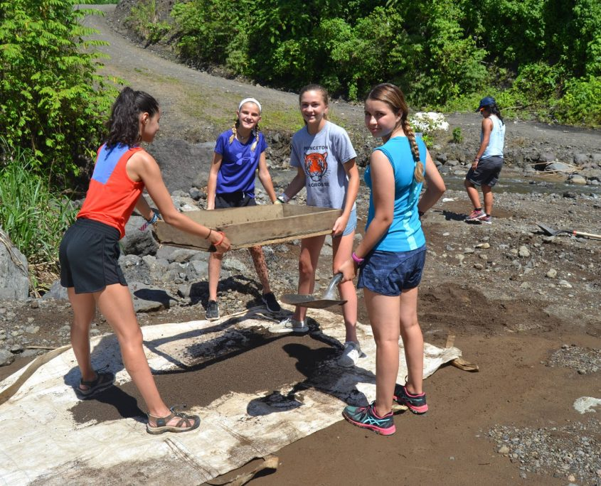 Middle School Students on the Costa Rica Classic Service Program